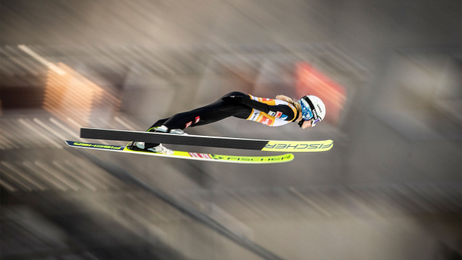Maren Lundby wins Sunday's skijump in Rasnov